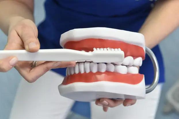 Kod odraslih, ortodoncija je važna kao pretprotetska priprema pacijenta, odnosno služi da se zubi isprave kako bi osmijeh na kraju dobro izgledao | Foto: Ilustracija/Davorin Visnjic/PIXSELL